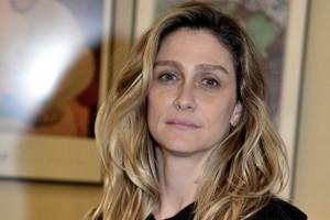 Amora Mautner. Foto do site da O TV Foco que mostra Diretora Amora Mautner quer adaptar obra russa para minissérie na Globo