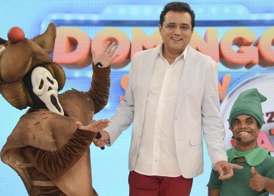 """Geraldo Luís e sua trupe no """"Domingo Show"""" especial de Natal (Foto: Antonio Chahestian/Record)"""