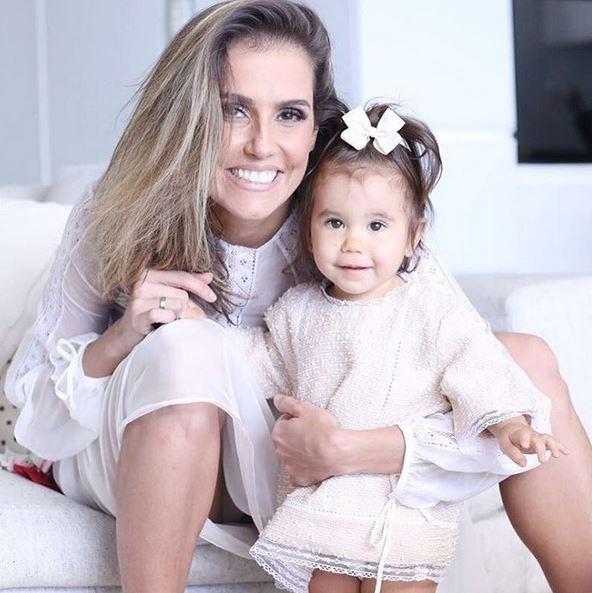 Deborah Secco e Hugo Moura comemoram 1º ano da filha