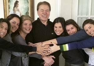 Silvio ao lado das filhas(Foto: Reprodução)