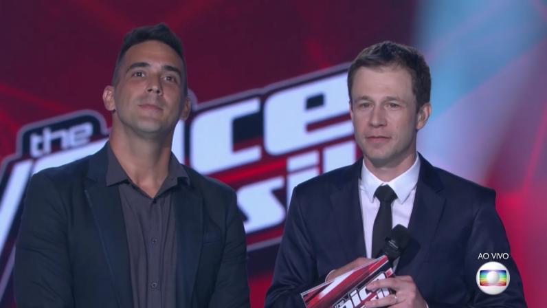 """André Marques e Tiago Leifert na final do """"The Voice Brasil 5"""" (Foto: Reprodução/Globo)"""