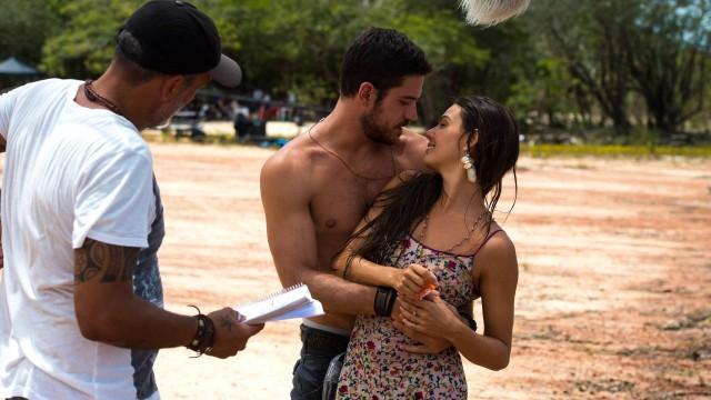 Aqui temos Marco Pigossi e Isis Valverde nas gravações da novela das nove da Globo