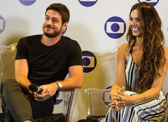Marco Pigossi e Isis Valverde durante entrevista coletiva de 'A Força do Querer', em Belém (Foto: Globo/Estevam Avellar)