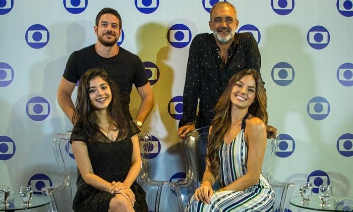 Marco Pigossi, Rogério Gomes, Laize Câmara e Isis Valverde participam de ação de 'A Força do Querer' em Belém (Foto: Globo/Estevam Avellar)