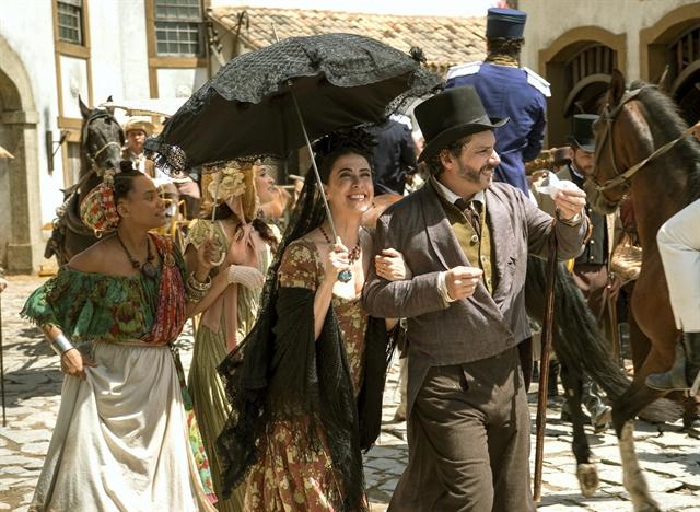 "Geraldo (Alexandre Nero) e Maria Teresa (Fernanda Torres) em ""Filhos da Pátria"" (Foto: Globo/Estevam Avellar)"