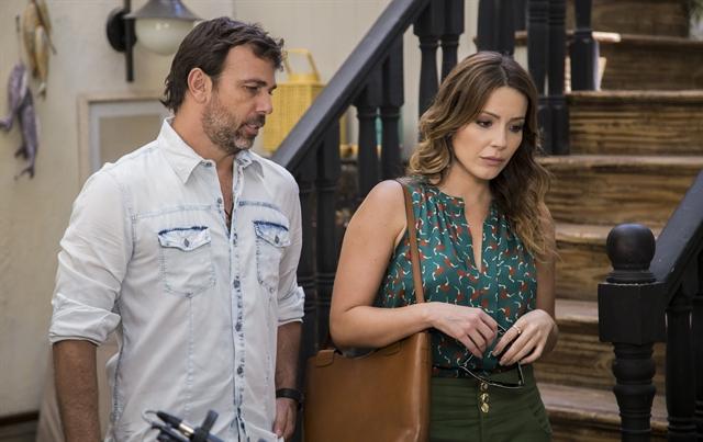 """Sirlene (Renata Dominguez) e Felipe (Marcelo Faria) em """"Sol Nascente"""" (Foto: Globo/Divulgação)"""