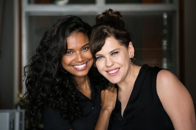 Aline Dias e Barbara Paz nos bastidores de 'Malhação: Pro Dia Nascer Feliz' (Foto: Globo/Raquel Cunha)