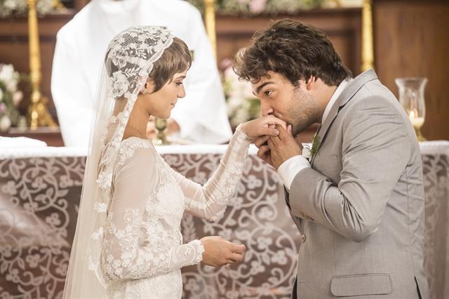 Letícia (Isabella Santoni) e Tiago (Humberto Carrão) em cena de 'A Lei do Amor' (Foto: Globo/Mauricio Fidalgo)