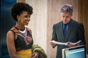 Tião (José Mayer) e Laura (Heloisa Jorge) em cena de 'A Lei do Amor' (Foto: Globo/Paulo Belote)