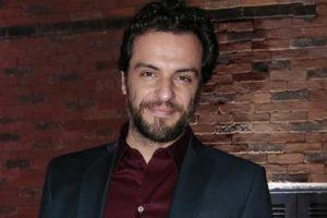 """Rodrigo Lombardi é protagonista de """"Carcereiros"""". (Foto: Divulgação)"""