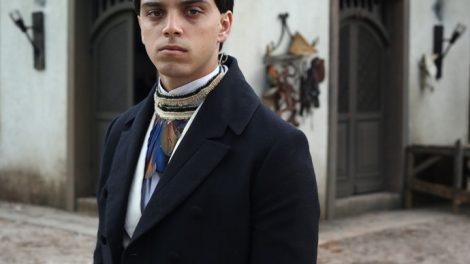 O índio Piatã, criado por brancos, é interpretado por Rodrigo Simas (Foto: Guto Botelho)