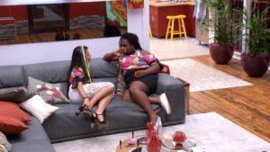 """Emilly e Roberta conversam no """"BBB17"""" (Foto: Divulgação/Globo)"""