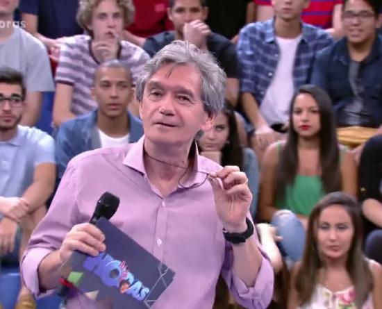 """Serginho Groisman apresenta o """"Altas Horas"""" (Foto: Reprodução/Globo)"""