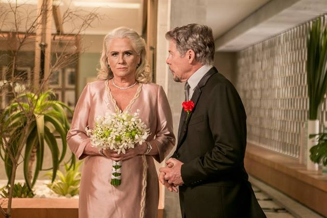 Magnólia (Vera Holtz) e Tião (José Mayer) em cena de 'A Lei do Amor' (Foto: Globo/Raquel Cunha)