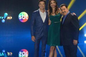 Artistas das três emissoras, juntos, divulgando parceria (Foto: Divulgação)