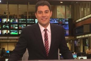 "Evaristo Costa na bancada do ""Jornal Hoje"" (Foto: Reprodução/Instagram)"