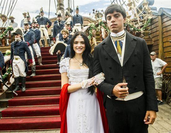 Anna (Isabelle Drummond) e Piatã (Rodrigo Simas) em 'Novo Mundo' (Foto: Globo/João Miguel Júnior)