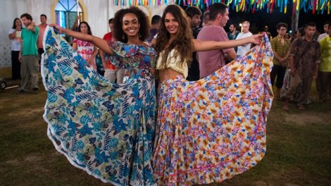 Rita (Isis Valverde) e Marilda (Dandara Mariana) (Foto: Globo/Estevam Avellar)