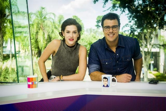 """Sophia Abrahão e Joaquim Lopes no comando do """"Vídeo Show"""" (Foto: Globo/João Miguel Júnior)"""