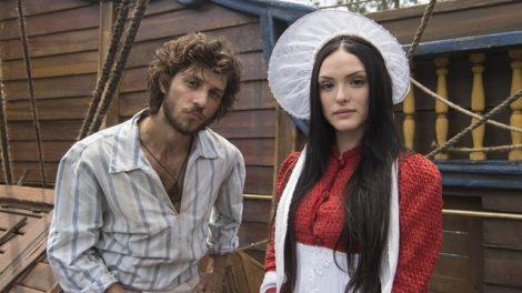 Joaquim (Chay Suede) e Anna (Isabelle Drummond) em 'Novo Mundo' (Foto: Globo/Estevam Avellar)
