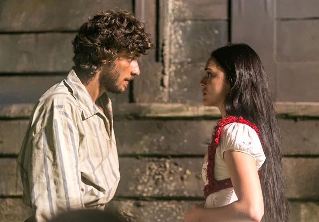 Joaquim (Chay Suede) e Anna (Isabelle Drummond) (Foto: Globo/Paulo Belote)