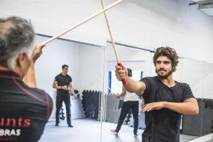 Aula de espada com Caio Castro (Foto: Globo/Mauricio Fidalgo)