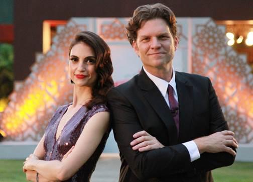 """Chris Flores e Carlos Betolazzi são os apresentadores do """"Fábrica de Casamentos"""" (Foto divulgação: SBT)"""