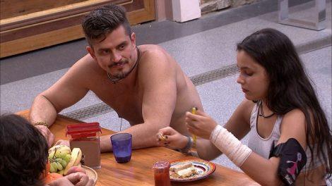 Marcos e Emilly (Foto: Divulgação / Ghosw)