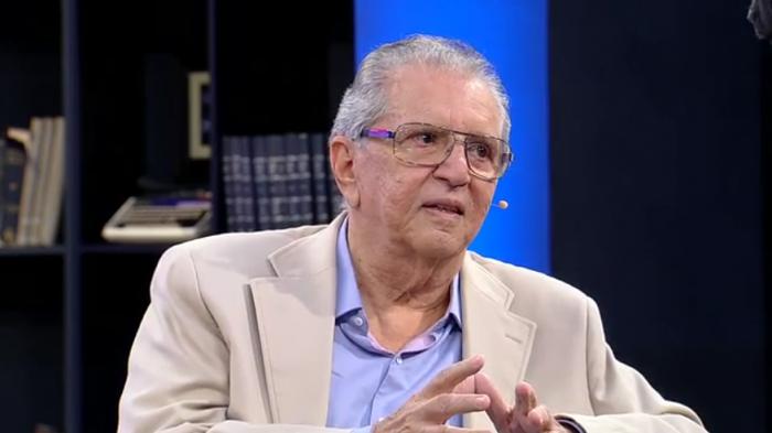 Carlos Alberto de Nóbrega em entrevista à Mariana Godoy (Foto: Reprodução/RedeTV!)