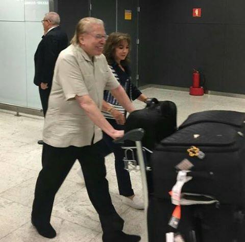 Silvio e esposa voltando para o Brasil após longas férias (Foto Duda Haroldo)