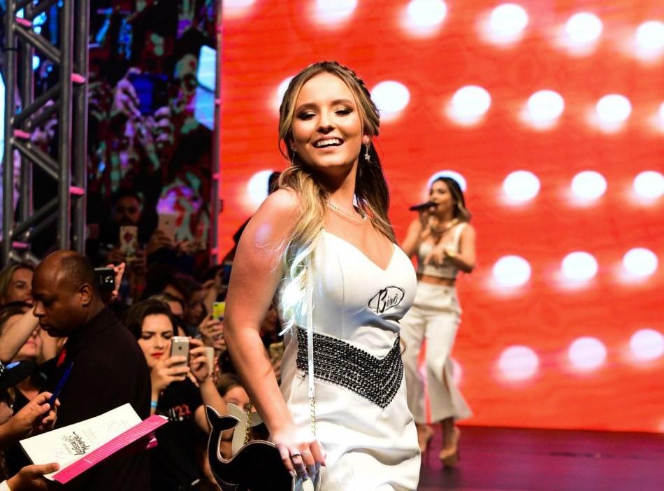 Larissa Manoela só é um sucesso teen na frente das câmeras – TV Foco da9bf561a6