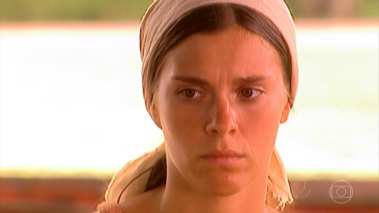 """Carolina Dieckmann (Maria do Carmo) em cena do primeiro capítulo de """"Senhora do Destino"""" (Foto: Reprodução/Globo)"""
