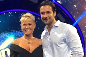 "Xuxa e Sergio Marone no lançamento do ""Dancing Brasil"" (Foto: Aaron Tura/TV Foco)"