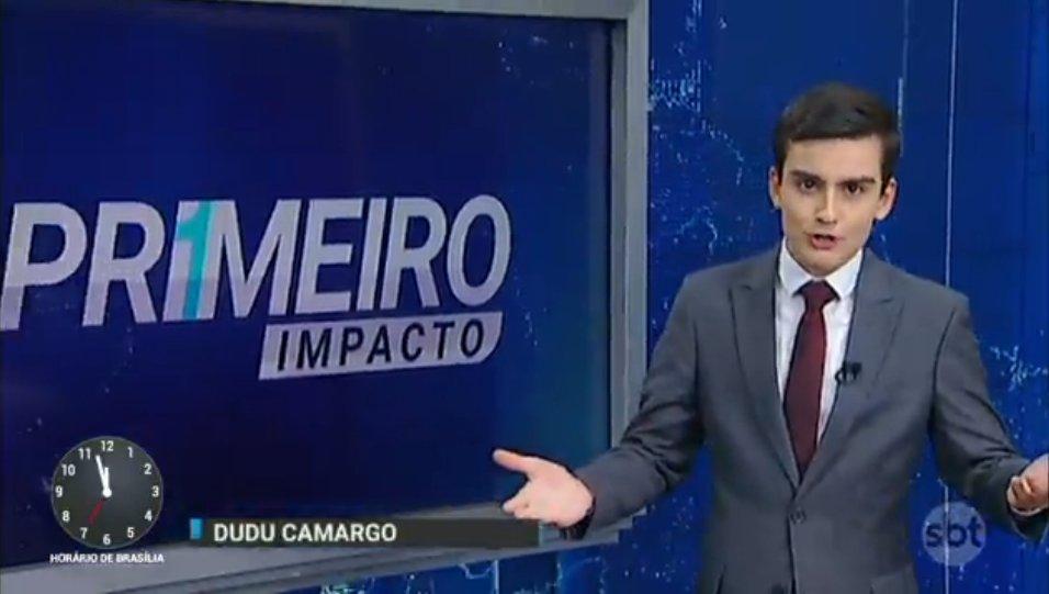 """Dudu Camargo na estreia do """"Primeiro Impacto"""" à tarde (Foto: Reprodução/SBT)"""