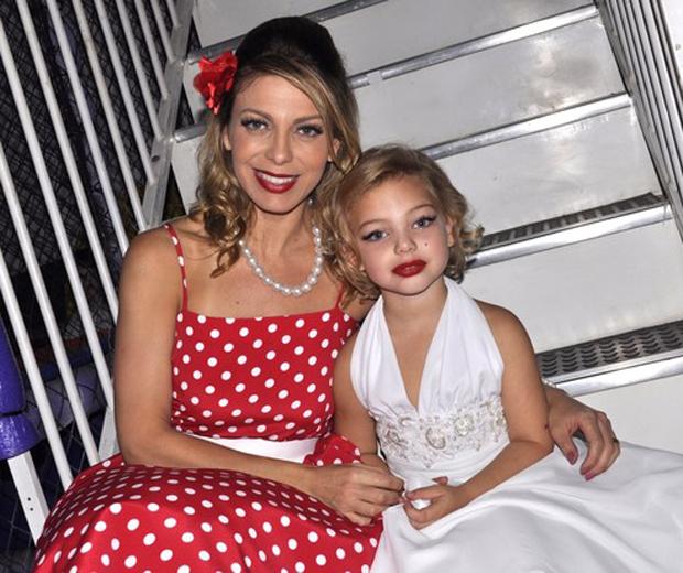 Sheila Mello a lado da filha (Foto: Reprodução)