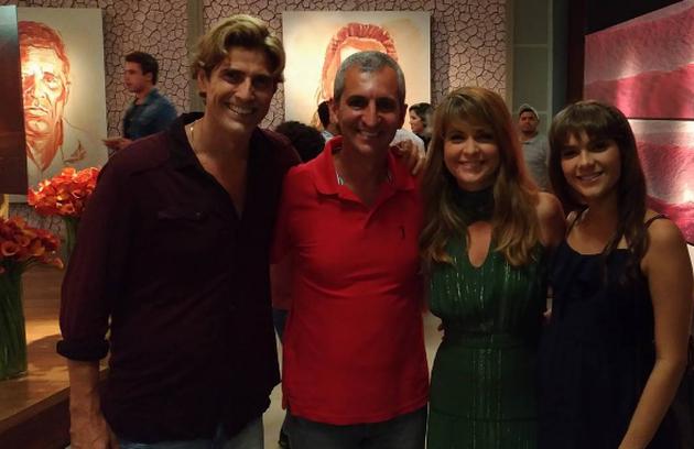 """Reynaldo Gianecchini, Cláudia Abreu e Isabella Santoni com equipe de """"A Lei do Amor"""" (Foto: Reprodução/O Globo)"""