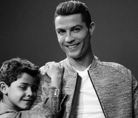 Cristiano Ronaldo vai ser pai de gémeos