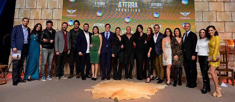 """O elenco de """"A Terra Prometida"""". (Foto: Divulgação/Record)"""