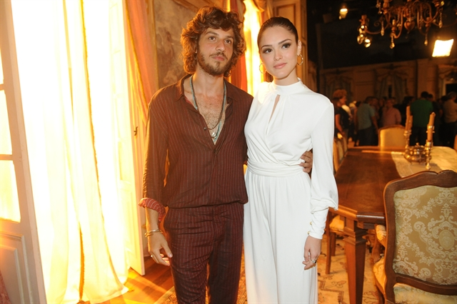 Chay Suede e Isabelle Drummond (Foto: Globo/João Miguel Júnior)