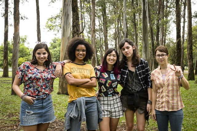 Keyla (Gabriela Medvedovski), Ellen (Heslaine Vieira), Tina (Ana Hikari), Lica (Manoela Aliperti) e Benê (Daphne Bozaski) (Foto: Globo/Ramón Vasconcelos)