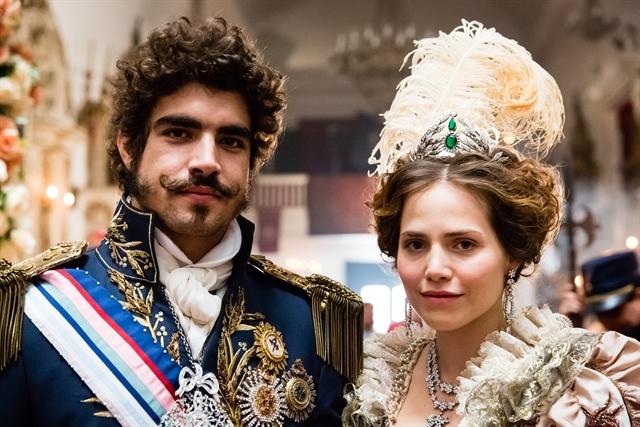 Dom Pedro (Caio Castro) e Leopoldina (Letícia Colin) (Foto: Globo/Tata Barreto)