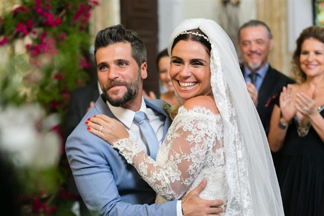 """Mario (Bruno Galgiasso) e Alice (Giovanna Antonelli) se casam em """"Sol Nascente"""" (Foto: Globo/Tata Barreto)"""