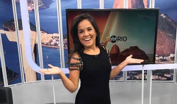 """Isabele Benito no comando do """"SBT Rio"""" (Foto: Divulgação/SBT Rio)"""