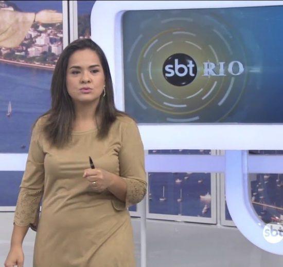 """A jornalista Isabele Benito no comando do """"SBT Rio"""" mitou ao falar sobre sequestrador de ônibus"""
