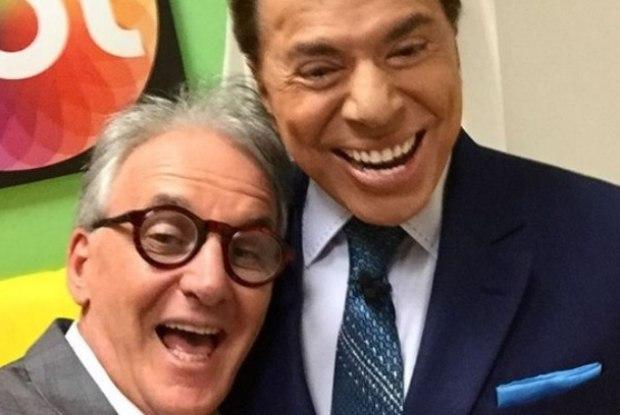 Otávio feliz ao lado de Silvio Santos. (Foto: Reprodução/Instagram