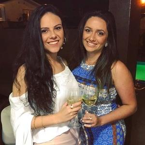 Thaise e Tanara. Foto - reprodução/Facebook.