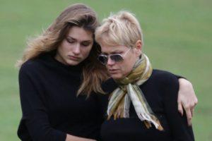 Xuxa resolveu consolar a filha, Sasha Meneghel, em meio ao momento de sofrimento de término de namoro (Foto: Reprodução)