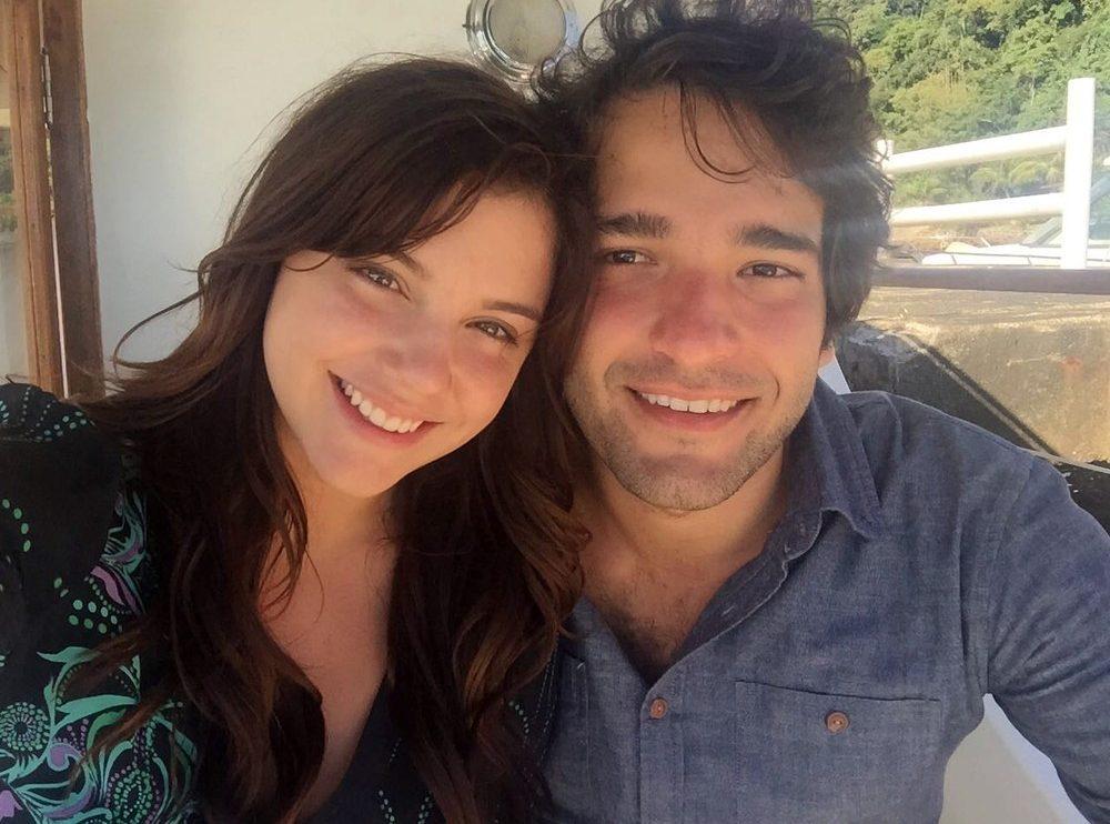 Alice Wegmann e Humberto Carrão na gravação das últimas cenas de Marina e Tiago na trama (Foto: Matheus Malafaia/Gshow)