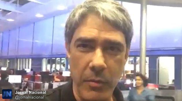 recebe comediantes Bonner nos estúdios da TV Globo e usa bodão do dono do SBT (Reprodução/Twitter)