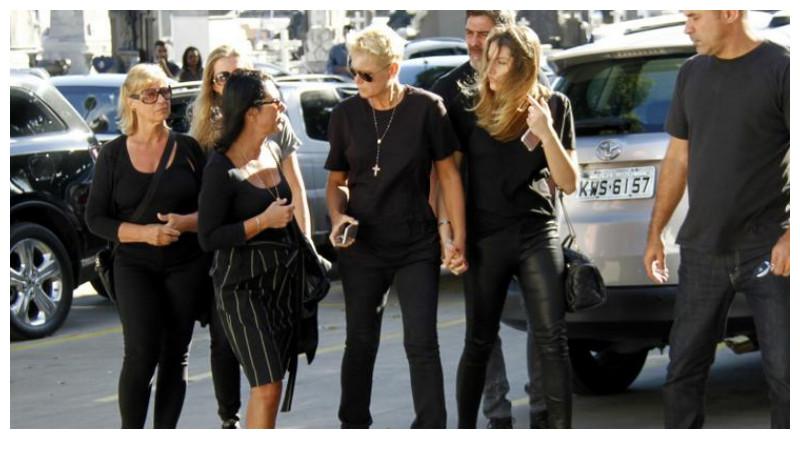 Xuxa com sua empresária, Sasha e a família Meneghel (Marcos Ferreira / Brazil News)